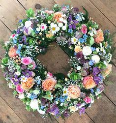 Crochet Christmas Wreaths Ornament Flower dreams from Bausendorf Silk Bridal Bouquet, Silk Wedding Bouquets, Bridal Flowers, Flower Garland Wedding, Flower Bouquet Wedding, Artificial Flowers, Flower Arrangements, Floral Wreath, Groom Boutonniere