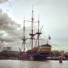 Het Scheepvaartmuseum en Amsterdam, Noord-Holland. Important collection of ships, objects, documents, maps and books that remain for 300 years in the former building of the Naval Store.
