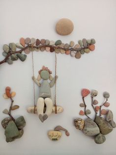 Wall decorations made of pebbles. - Wall decorations made of pebbles. Art of stones made using imagination. Stone Crafts, Rock Crafts, Diy And Crafts, Arts And Crafts, Art Crafts, Caillou Roche, Art Rupestre, Art Pierre, Rock Sculpture