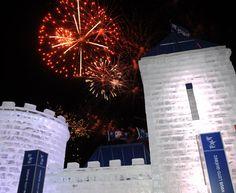 Magnifiques feux d'artifice derrière mon Palais de glace. / Beautiful fireworks behind my Ice Palace.