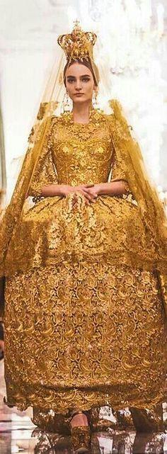 Gold Glamour Gowns: Dolce N Gabbana \\ gold Gold Fashion, Runway Fashion, High Fashion, Fashion Beauty, Madonna, Haute Couture Fashion, Look Chic, Passion For Fashion, Catwalk