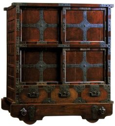 Accountant's Chest with wheels (Choba-dansu), Edo period (19th Cent.) at Mingei Museum in Tokyo.