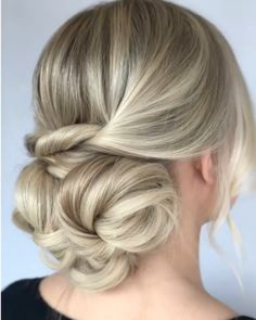 Get inspired with amazing bridal hairstyle ideas for your wedding day. Get inspired with amazing bridal hairstyle ideas for your wedding day. Down Hairstyles, Braided Hairstyles, Wedding Hairstyles, Engagement Hairstyles, Bridesmaid Hairstyles, Bridal Hair Tutorial, Updo Tutorial, Hairdo For Long Hair, Hairstyle For Medium Length Hair