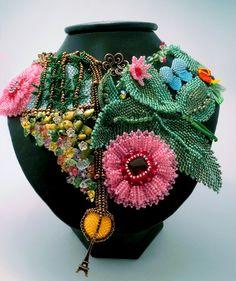 Unique embroidered jewelry by Evgenia Vasilieva. More - http://beadsmagic.com/?p=3984