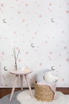 Small Room Design Bedroom, Baby Room Design, Caye, Sofa Bed For Small Spaces, Baby Room Paintings, Baby Girl Room Decor, Nursery Wall Decals, Diy Home Decor, Kids Room