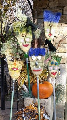 Herbst -Halloween Besendeko Top Nutritional Tips to Support Healthy Hair Growth Eat adequate amou Fall Crafts, Holiday Crafts, Diy And Crafts, Crafts For Kids, Scarecrows For Garden, Fall Scarecrows, Scarecrow Ideas, Fall Halloween, Halloween Crafts