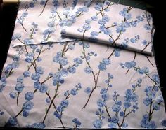 BEAUTIFUL VINTAGE 1940s BLUE & WHITE FLORAL FABRIC REMNANTS