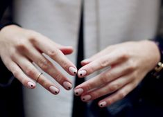 dotty nail polish //Manbo