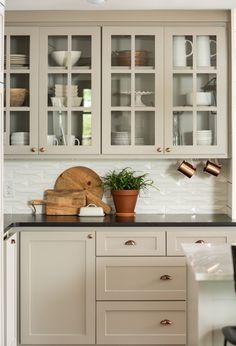Glass Kitchen Cabinets, Kitchen Cabinet Colors, Kitchen Redo, Home Decor Kitchen, Kitchen Furniture, Kitchen Interior, Texas Kitchen, Kitchen Ideas, Kitchen Designs