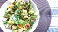Roasted veggies and pasta Roasted Vegetable Pasta, Roasted Vegetables, Veggies, Easy Healthy Recipes, Veggie Recipes, Fast Recipes, Gf Recipes, Vegan Meal Plans, Vegan Meals