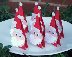 Holiday Party DIY: Edible Christmas Place Cards - The Celebration Society Christmas Place Cards, Christmas Favors, Christmas Paper Crafts, All Things Christmas, Holiday Crafts, Christmas Holidays, Christmas Decorations, Christmas Ornaments, Christmas Candy