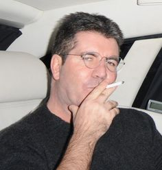 """Did you know that these stars smoke cigarettes? Here are some celebs who give a different meaning to """"smoking hot"""" Smoking Celebrities, People Smoking, Baby Momma, Simon Cowell, Pictures Of People, Celebrity News, Vape, Celebs, Smoke"""