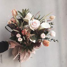 Lesson Order Katalk ID vaness52 E-mail vanessflower@naver.com . #vanessflower #vaness #flower #florist #flowershop #handtied #flowergram #flowerlesson #flowerclass #바네스 #플라워 #바네스플라워 #플라워카페 #플로리스트 #꽃다발 #부케 #원데이클래스 #플로리스트학원 #화훼장식기능사 #플라워레슨 #플라워아카데미 #꽃수업 #꽃주문 #부케 #花 #花艺师 #花卉研究者 #花店 #花艺 . . 가을을 담은 부케같은 꼬따발 🍁🌾