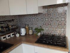 Ewa Opieka - kuchenna strefa robocza wyłożona marokańskimi płytkami ceramicznymi RAHMA