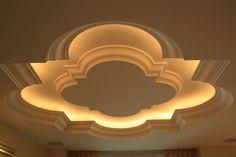 Realisierung von runden Gesimsen und einer Rosette mit integrierter indirekter Beleuchtung und Belueftung.  Appartment in Monaco.