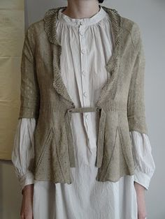 love the closure, so you don't have to put a buttonhole in the sweater itself.