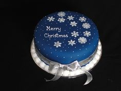 Image from http://bespokebakery.co.uk/xmasgallery/images/008-ChristmasSnowflakes.jpg.