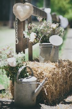 straw bales make great decorations Straw Bales, Centre Pieces, Table Decorations, Wedding Ideas, How To Make, Crafts, Lisa, Country, Home Decor