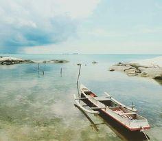 @Regrann from @ajengkarinasari -  Biar dia berlabuh di pantai ku #penyabong #belitung #somewhereonlyweknow #Regrann Belitung, Outdoor Furniture, Outdoor Decor, Sun Lounger, Paradise, Boat, Places, Instagram Posts, Chaise Longue