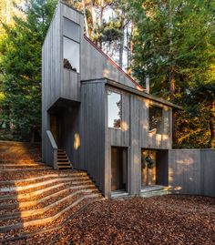 Contemporary residence designed by William Turnbull Jr of MLTW-Moore/Turnbull Architecture. Located in The Sea Ranch, California Exterior Siding, Exterior House Colors, Exterior Design, Wood Siding, Small Cottage Homes, Small Cottages, Tiny Homes, Facade Lighting, Exterior Lighting