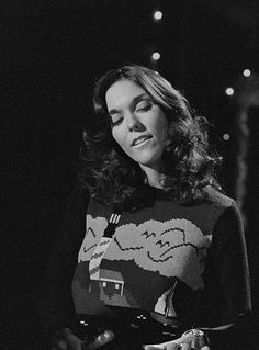 Beautiful Karen Carpenter performing on Perry Como's 1974 Christmas television special.
