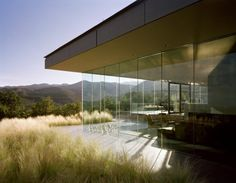 a nice touch with the cantilever ceiling to create the ultimate view