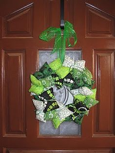 St Patricks Day wreath I made last year Luck Of The Irish, St Patricks Day, Christmas Wreaths, Fabrics, Craft Ideas, Halloween, Holiday Decor, Fun, Crafts
