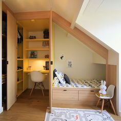 Cool Kids Bedrooms, Attic Bedrooms, Awesome Bedrooms, Cool Rooms, Small Rooms, Bed Nook, A Frame House, Home Decor Furniture, Home Staging