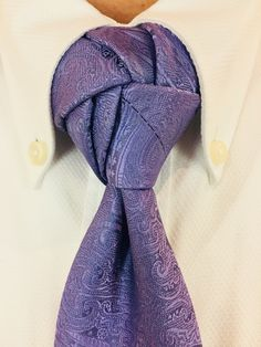 Hurricane knot Cool Tie Knots, Cool Ties, Tie A Necktie, Necktie Knots, Fancy Tie, Tie And Pocket Square, Pocket Squares, Tie Styles, Sharp Dressed Man