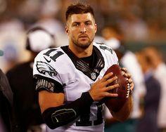 Los Mets de Nueva York firman al ex quarterback de la NFL Tim Tebow  Los Mets de NY han ofrecido un contrato en las ligas menores al ex quarterback
