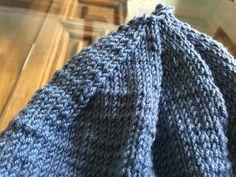 Gorro de bebé a dos agujas - Costurea Blog gorro de bebé Knitted Booties, Knitted Hats, Bebe Baby, Baby Knitting, Crochet, Fashion, Knit Baby Patterns, Baby Cardigan, Sun Visor Hat