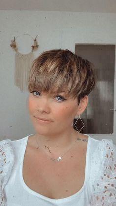 Pixie Haircut For Thick Hair, Short Choppy Hair, Short Pixie Haircuts, Cut My Hair, Style Short Hair Pixie, Edgy Short Hair Styles, Super Short Hairstyles, Ladies Short Hairstyles, Short Pixie Hairstyles
