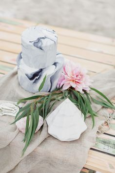 grey marbled wedding cake made by sweet deer hand painted cakes http://sweetdeer.co.nz