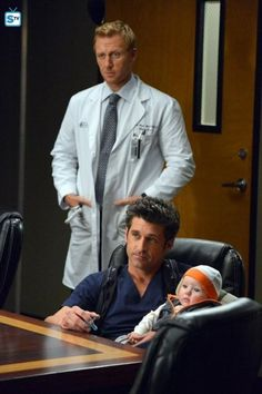 Grey's Anatomy : Derek Shepherd, Baby Jared Bailey Shepherd, and Owen Hunt Greys Anatomy Derek, Greys Anatomy Frases, Greys Anatomy Cast, Grey Anatomy Quotes, Grey Quotes, Owen Hunt, Derek Shepherd, Grey Anatomy Season 10, Greys Anatomy Characters