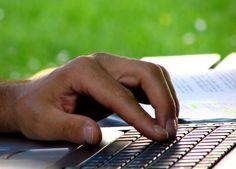 Tworząc stronę internetową nie wolno zapomnieć o tym, do jakiej grupy docelowej jest ona kierowana. Przecież inaczej robi się stronę dla dzieci a inaczej dla biznesmenów. Profesjonalista dostosuje wygląd strony do osób, mających z niej korzystać. https://www.facebook.com/dualwww?fref=ts