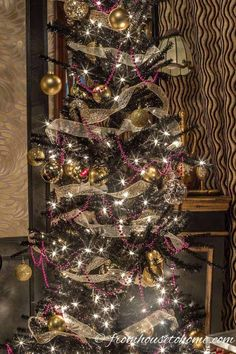 I LOVE this Kate Spade inspired Christmas tree decor! Such a cool Christmas tree theme. All of the black, white, pink and gold Christmas decorations look so glam together. Frosted Christmas Tree, Elegant Christmas Decor, Black Christmas Trees, Traditional Christmas Tree, Gold Christmas Decorations, Purple Christmas, Colorful Christmas Tree, Christmas Tree Themes, Christmas Traditions