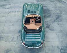 On the occasion of this year's Los Angeles Auto Show, Jaguar Classic has unveiled the first Jaguar XKSS to be built in 60 years. Jaguar Type E, Jaguar Xk, Jaguar Cars, Ford Classic Cars, Best Classic Cars, Rolls Royce, Supercars, Dream Cars, Steeve Mcqueen