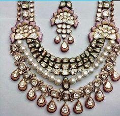 ... Pakistani Bridal Jewelry, Bridal Party Jewelry, Bollywood Jewelry, Wedding Jewelry, Stylish Jewelry, Luxury Jewelry, Wedding Jewellery Inspiration, Pearl Necklace Designs, India Jewelry