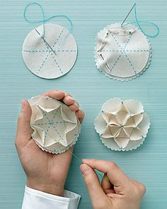 Natal DIY Easy Sew Snowflake Ornament by Martha Stewart Snowflake Ornaments, Diy Christmas Ornaments, Handmade Christmas, Holiday Crafts, Christmas Decorations, Origami Christmas, Ornaments Ideas, Christmas Tree, Origami Ornaments