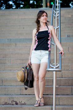 olivia-schneider-oliviamode-idee-tenue-ete-canicule-top-dos-nu-japonais-fleurs-cerisier-short-jean-court-bershka-sandales-argent-chaussea-06