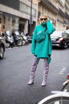 Best Street Style Looks From Paris Fashion Week Fall 2018 - Fashionista Street Style 2018, Looks Street Style, Autumn Street Style, Street Styles, Cool Street Fashion, Look Fashion, Winter Fashion, Womens Fashion, Fashion Boots
