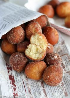 These South African Doughnuts are too die for. Fluffy, Spicy, Sweet and they melt in mouth. Easy to make with step-by step pictorial. Please note these are NOT Koeksisters. Just Desserts, Delicious Desserts, Dessert Recipes, Yummy Food, Brunch Recipes, Donut Recipes, Cooking Recipes, South African Recipes, Africa Recipes