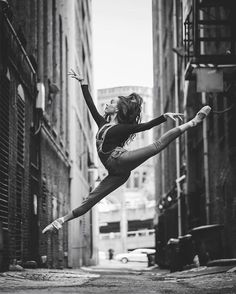 Miming and photography might not seem to go hand-in-hand, but for Omar Z. Robles, a background in the former physical art has inspired a stunning series of still images with the dynamic elegance of any real-time staged show. Born in Puerto Rico but now based in New York City, Robles captures dancers poised gracefully against …