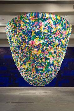 Plastic Bags, 2008, installation, sacs plastique de couleur sur filet, dimensions variables (ex: 13x10 m), Galleria Continua, San Gimignano, Beijing, Les Moulins.