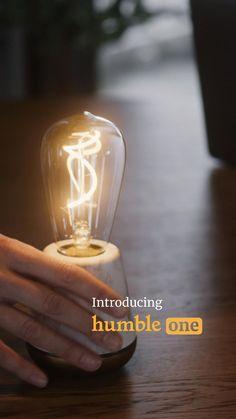 Tot 100 uur licht op één batterij: de Humble One. Een oplaadbaar lichtpuntje. Light Art, Light Bulb, Concrete Cement, Gadgets And Gizmos, Luxury Lighting, Small Office, Cool Items, Quality Time, Restaurant Design