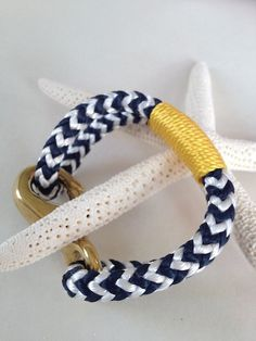 Navy & White Nautical Rope Bracelet with Gold Wrap and a Bronze Clasp Nautical Bracelet, Nautical Rope, Woven Bracelets, Cute Bracelets, Paracord, Rope Jewelry, Project Planner, Bijoux Diy, Diamond Are A Girls Best Friend