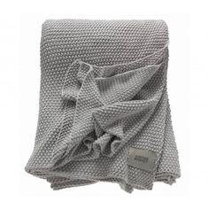 Das einzigartige Schöner Wohnen Tress Strick-Plaid beeindruckt in zweierlei Hinsicht. Neben der hochwertigen Qualität aus 100% Baumwolle, verarbeitet zu einem feinen Strick, überzeugt die Tress Wohndecke zudem durch seine Überlange. Dadurch können Sie sich im Bett oder auf dem Sofa noch besser einkuscheln.Weitere Details auf einen Blick:kuschelweich & wärmendgestrickte Deckezeitloses Dessin