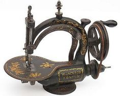 Extremely rare Jackson Sewing Machine a coudre Naehmaschine, British, about 1869 Sewing Art, Sewing Toys, Love Sewing, Vintage Sewing Notions, Vintage Sewing Patterns, Design Retro, Couture Vintage, Sewing Machine Accessories, Antique Sewing Machines