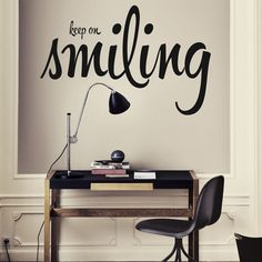 Vinilo Decorativo Keep On Smiling 60x40cm :: muyhouse.com
