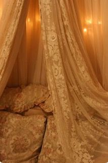 Gorgeous lace in the bedroom - ShabbY ChiC & RomantiC interior Dream Bedroom, Home Bedroom, Fru Fru, Interior Decorating, Interior Design, Linens And Lace, Romantic Homes, Antique Lace, Vintage Lace